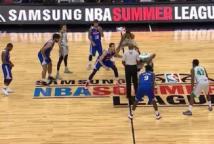 在拉斯维加斯观看NBA夏季联赛的精彩扣篮